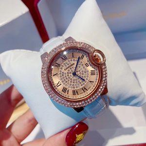 Regalo all'ingrosso progettista Orologi della signora Dress in oro rosa ha ghiacciato fuori orologio 32 millimetri donne di lusso di moda orologi di Natale