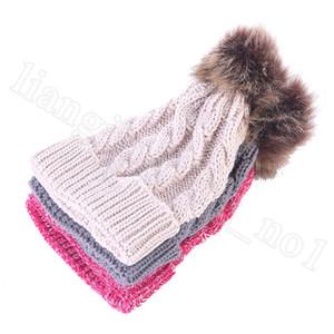 Genitore-figlio Pom Pom Beanie 13 colori mamma bambini protezione lavorata a maglia delle donne del bambino inverno caldo 2pcs Pompom Cappelli Skullies cappello Beanie / set OOA7503