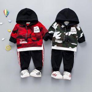 Весенняя детская одежда наборы новорожденных девочек мальчиков костюмы камуфляж цвет хлопок с капюшоном футболка + брюки повседневные дети детские костюмы