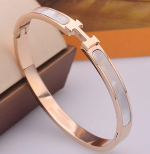 2019 shell titanium steel plated 18K rose gold men and women European and American stars with the same color gold bracelet bracelet 852963