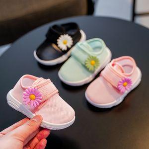 estate della neonata bambino cava scarpe fuori di bambino antisdrucciolevoli Air mesh scarpe con fiore 1-3years traspiranti 6Size 220 TB01