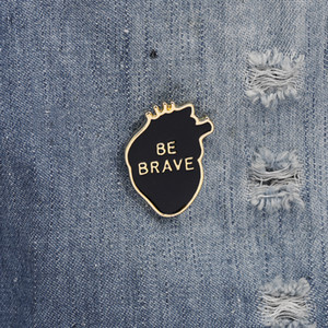 Fashion BE BRAVE Enamel Brooches Heart Letter Personalized Brooch Lapel Pins Badge Adult child Inspirational Jewelry accessories