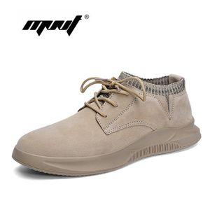 Hechos a mano de los hombres del cuero genuino calzan los zapatos al aire libre ocasional con cordones de zapatillas de deporte inferiores gruesos zapatos antideslizantes de la puntada