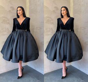 Vintage Black Velvet tea-lunghezza damigella d'onore Dreses raso 2021 scollo a V con maniche in raso increspato economico festa di compleanno di promenade vestito convenzionale