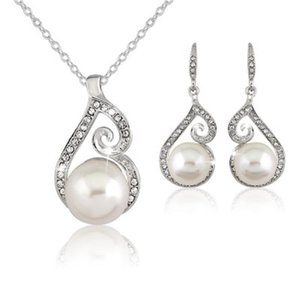 Women Crystal Pearl Pendant Necklace Earring Set Jewelry Silver Plated Chain Necklace Jewelry Sets Weding Gift for Girl Lady Christmas Gift
