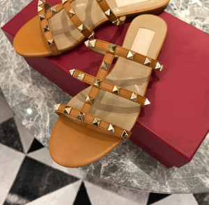 Designer Spitz Zehen- mit Spikes Wohnungen Studs matte Leder Nieten Sandalen Frauen Riemchen Kleid Schuhe Valentine Nietschuhe sexy size35-40