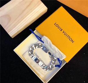 La dernière mode pour les hommes et les femmes en acier de titane chaîne de lettres bracelet bracelet fleur avec bracelet coffret cadeau peut être gros