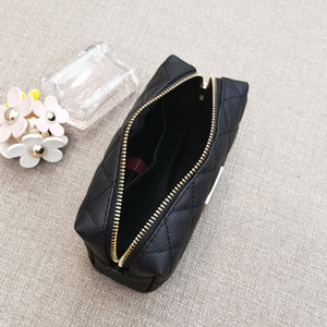 Vaka VIP hediye tuvalet Klasik siyah Ünlü moda Taşınabilir kozmetik çantası büyük kapasiteli eşkenar dörtgen depolama çantası C sembolü lüks çanta