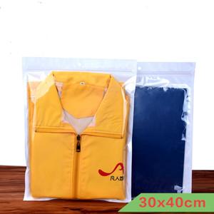 30 * 40 cm 100 pçs / lote claro + branco pacote de roupas com zíper saco com cabide buraco resealable pacote de plástico poli pacote de saco de bloqueio zip