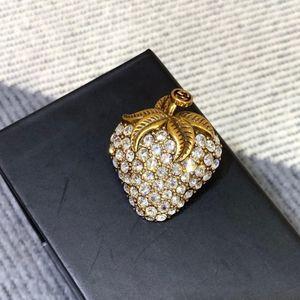 Sterling silver ladies jewelry ladies brooch female birthday gift strawberry brooch transparent Favorite
