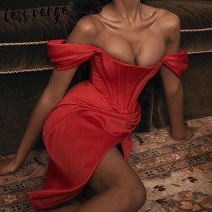 Lessverge Zarif kapalı omuz Kadınlar bölünmüş uzun parti elbise kırmızı asimetrik sonbahar kış elbise Noel ince seksi kulüp elbise Y200102