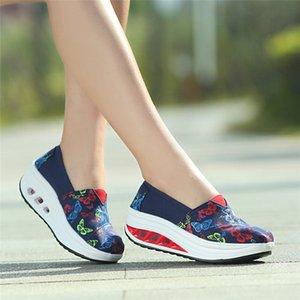 O salto do estilo chinês Ladies Chic bordado Low Top Lazer Laço transversal Esporte Lace-Up Praça étnicas sapatas de lona Moda