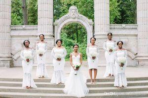 Encaje blanco Alto Bajo Dama de honor vestidos sirena fuera del hombro vestido de fiesta de boda más tamaño volantes vestido de dama de honor por encargo SB066