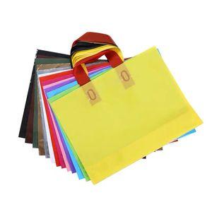 30pcs grandes 10 cores Party Favors Thicken casamento Plastic circuito Handle Bag Roupa Plástico leva o saco branco do presente Sacos