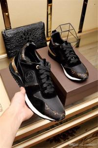 أحذية وأزياء المصممين الكماليات أحذية عارضة Rockrunner الترفيهية رجل إمرأة حذاء رياضة شبكة جلدية الترقيع شقق بنات رخيصة أفضل تنس