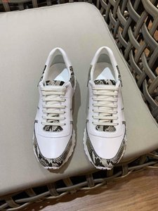 The high quality shoes White and black snakeskin patterned leather splicing design breathable Sports men shoes