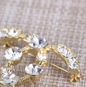 Ladies fashion wild pin boutique inlaid rhinestone English alphabet brooch jewelry shirt clothing accessories