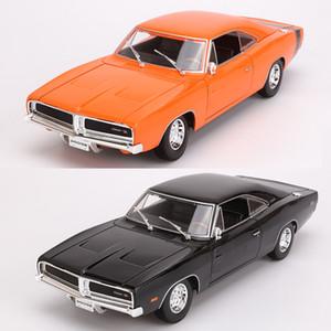 Maisto 1: 18 Alloy Model Car de 1969 Dodge Challenger RT velocidade e paixão Modelo Model Car Sports