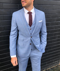 2019 Nueva moda Light Blue Groom Tuxedos Peak Lapel Groomsmen Slim Fit Trajes Hombre Chaqueta Blazer Traje de 3 piezas (Chaqueta + Pantalones + Chaleco)