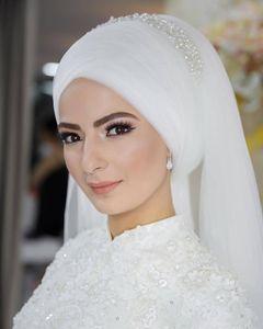 Véus de noiva muçulmanos brancos 2019 pérolas de perolização de casamento de tule Hijab para Arábia Saudita Noivas Custom Made na ponta dos dedos Véus de noiva