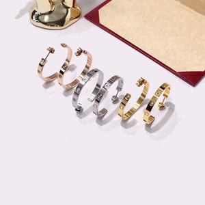 kristale Sıcak çift aşk takı lüks tasarımcı küpe moda zarif vidalar büyük daire titanyum çelik küpe C-şekilli pürüzsüz