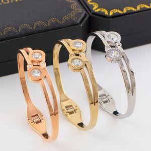 Pulseras femeninas románticas bohemias Pulseras chapadas en oro de 14K Bonzer Brazaletes de acero de titanio Artesanías exquisitas geométricas Pulseras con incrustaciones de diamantes
