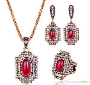 Ruby-Mode-Accessoires Europäische und amerikanische Atmosphäre Satz mit Diamanten dreiteiligen Ring, Anhänger, Ohrringe Ohrringe Schmuck-Set