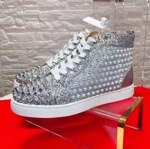 Sliver Couro Spikes Sneakers Sapatos de Alta Qualidade Red Bottom Casual Andando Famosa Marca Studded Mulheres, Homens Festa de Casamento Presente Perfeito