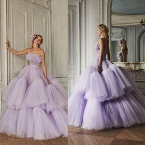 2020 AzziOsta Lila Ballkleider mit Rüschen Tiered Röcke trägerlosen Abendkleid-Partei-Abnutzung nach Maß Luxus formale Kleider
