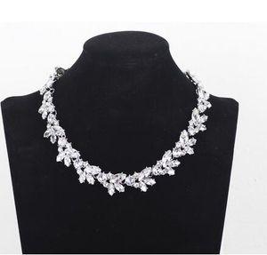Retro completo Austria Crystal Rhinestone Gargantilla Collares Mujeres Cadena corta Flor Colgante Collar Collares Mujer Christams Regalo