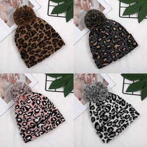 Örme Cap Kadınlar Pom Ears yazdır Leopard Kış Şapka Beanie Çift Katmanlı Yün Topu Caps 4 Styles çevirin Isınma