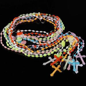 Collier catholique Rosaire Bijoux religieux Rosaire plastique Jésus Croix Crucifix Pendentif Colliers Nuit Lumious Collier 1000pcs