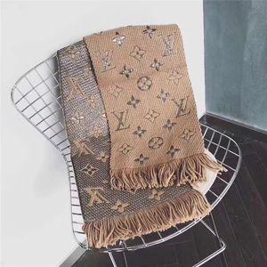 Los hombres y las mujeres de gama alta de otoño e invierno mantones de lana 180 * 30 cm marca borla diseño puede ser al por mayor
