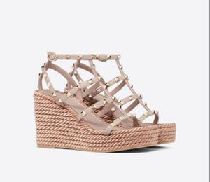 Италия Дизайнерская Шпильки обувь для женщин клинья сандалии с рок Заклепки обувь ретро Высокие каблуки танкетке туфли на платформе С Straps35-42