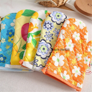 Microwave Oven Gloves Thickened ,Anti-Hot, Insulated, Gloves High Temperature Oven Gloves Heat-Resistant Random color Free shipping