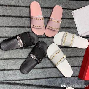 Moda Lüks Tasarımcı Kadınlar Terlik Sandalet Ladies Beach Terlik Tide Erkek Perçin saplama Terlik Kaymaz Deri Erkek Casual Dikenler Ayakkabı