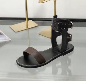 Passageiros Horizon Womens Luxury Designer silhueta do vestido Sandals Triplo Preto Brown Leather Ladies Verão Plano Casual Slipper Moda Deslize