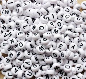 100st White Letter Perlen Buchstabenperlen für Schmucksachen, die 4 * 7mm englische Buchstaben Damen Kinder DIY Armband-Halsketten-Entdeckungen