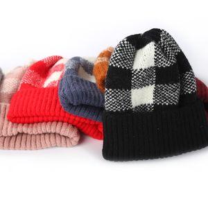 7 ألوان الشتاء محبوك القبعات منقوشة حك قبعة المرأة سميكة مخطط قبعات الدافئة العصرية الصوف بينيس في الكروشيه كاب GGA2540