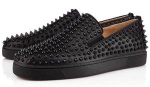 Sneakers inferiores encarnados calçados casuais Mulheres Low prata Designer completa Spikes rolo c18 Boat Flats Skate Loafers Design Mulher do homem O8 Shoe