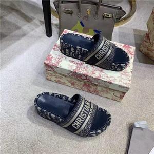 2020 HOT Summer women Beach Slippers Designers Paris Given Sandals Fashion Men Womens Sliders Outdoor Shoes Paris woman Designer Flip Flops