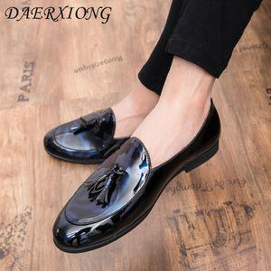Yeni Erkekler Elbise Ayakkabı Gölge Patent Deri Lüks Moda Damat Düğün ayakkabı erkekler İtalyan tarzı Oxford Düğün resmi