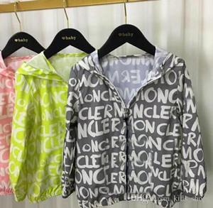 Moda Infantil letra marca verão impressão M jaquetas roupas Sun roupas de proteção Outwears com chapéus Zipper Casacos para 3-12T