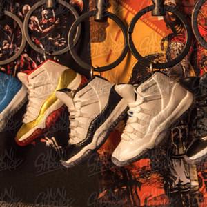 أحذية كرة السلة المصنوعة يدويًا نموذج ثلاثي الأبعاد للرجال والنساء سلاسل المفاتيح الفردية الإبداعية جمع الحرف 11
