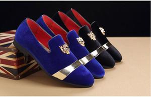 Hot sale-Trendy Designer Britânico Dos Homens apontou veludo Azul Vermelho Homecoming vestido de festa sapatos de casamento oxford flats mocassins mocassins masculinos dha27