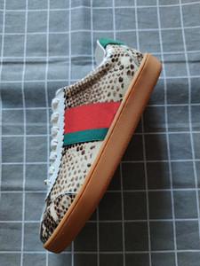 Yeni ucuz erkek ve kadın spor ayakkabıları rahat ayakkabı lüks serpantin tasarımcı düşük üst deri ayakkabı çizgili Ace arı yürüyüş ayakkabıları