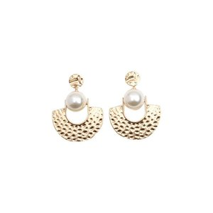 2020 designer European and American national style pearl retro fan-shaped exaggerated earrings, atmospheric geometric semicircle earrings