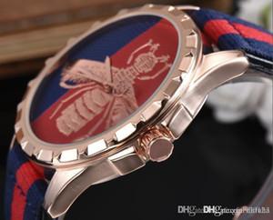 los hombres y las mujeres de moda de la lona de bordado abeja de cuarzo reloj de los hombres y mujeres de la raya de correa de lona de ocio