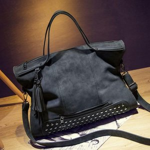 2020 New style Hand Bag For Fashionable Women. Rivet Decorated Bag With Top Handle Bag Messenger Type.