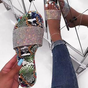 Candy Strass Slippers 2020 Frauen arbeiten Wild Beach Flip Flop Bright Crystal flache Unterseite Außenstudenten Sandalen
